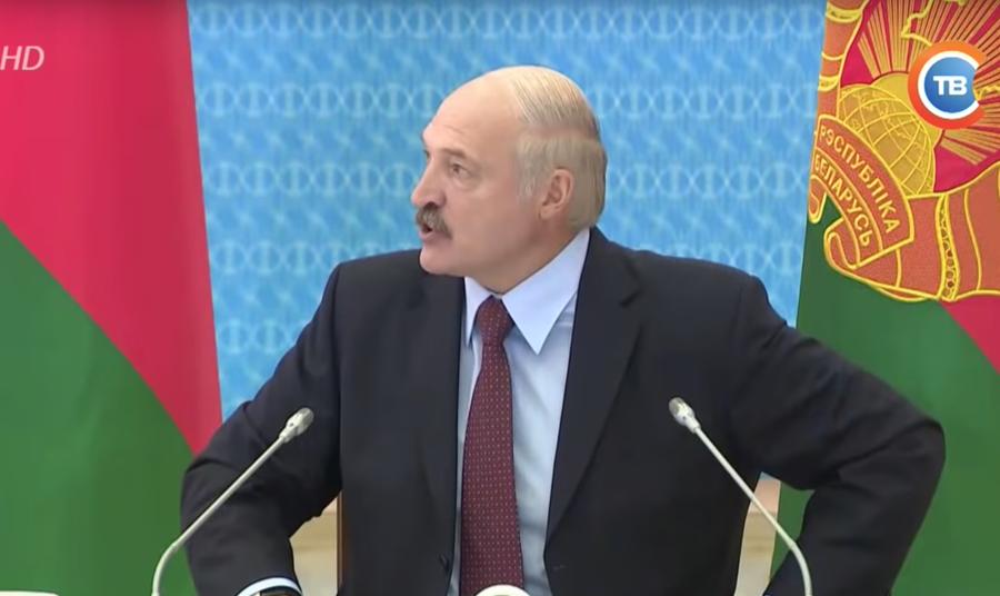 В сети появилась более полная видеоверсия разноса чиновников на совещании у Лукашенко. «Дохлые крысы, презервативы и прочая наркота!»
