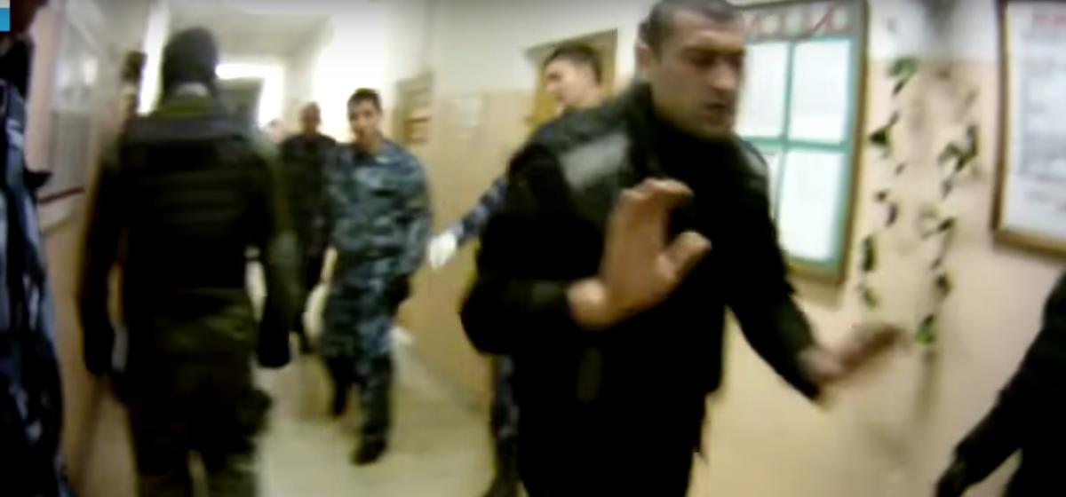 В сети появилось новое видео пыток в российской колонии (видео 18+)