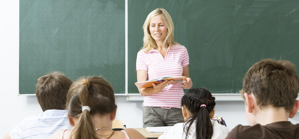 Как живут и сколько зарабатывают школьные учителя в разных странах мира