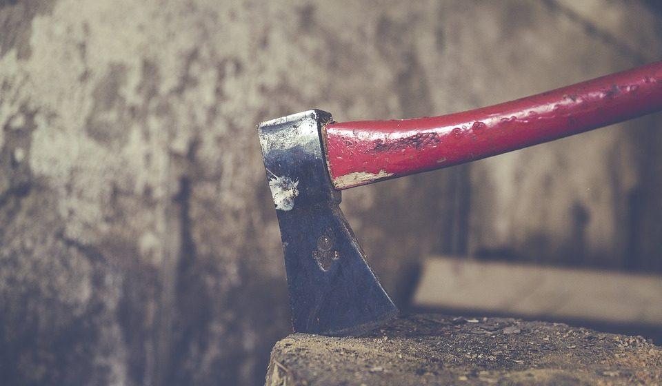 В Ляховичском районе женщина топором проломила сожителю череп