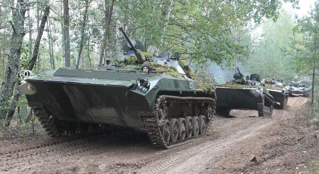 В Беларуси пройдут учения. В них будут участвовать до 7500 военнослужащих, сотни бронемашин и десятки самолетов