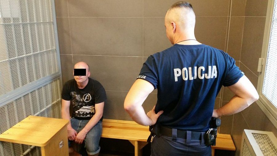 В Варшаве полиция задержала белоруса за оскорбление польского флага