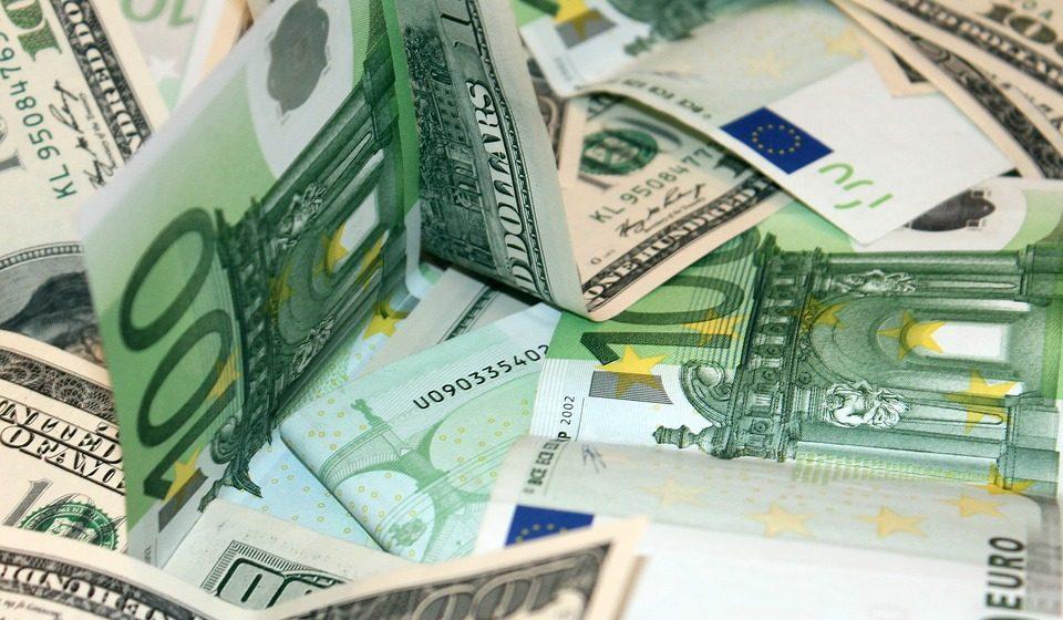Экономист рекомендовал две валюты для сбережений – евро и российского рубля там нет