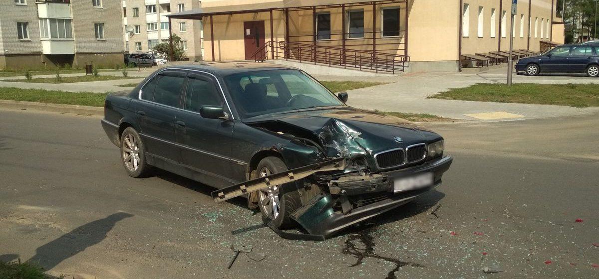 Фотофакт. В Барановичах BMW «догнала» автомобиль такси