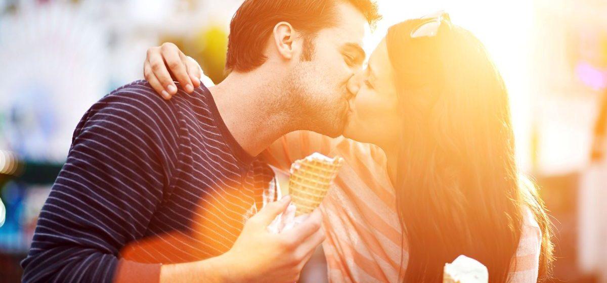 Ученые объяснили, почему летом так хочется любви