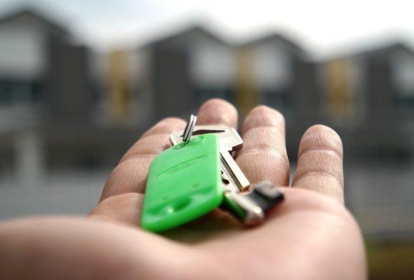 В Барановичах ЖРЭУ выставило на продажу две квартиры. Стартовая цена – меньше $2 тысяч