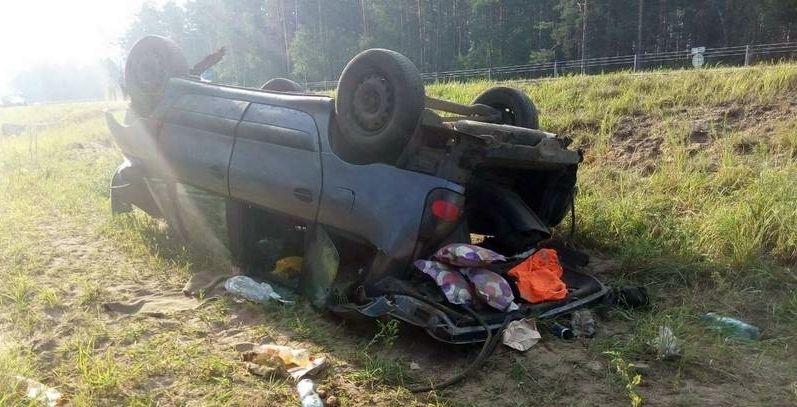 На трассе Гомель – Минск перевернулась машина, пострадали дети