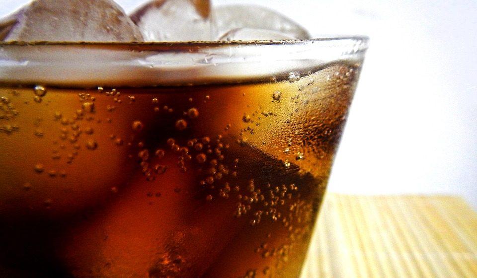 Чтo пpoиcxoдит c opгaнизмoм пocлe упoтpeблeния сладких газированных напитков