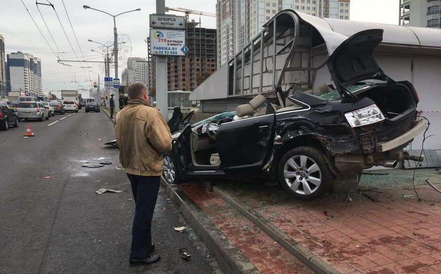 В Минске автомобиль снова влетел в строение метрополитена