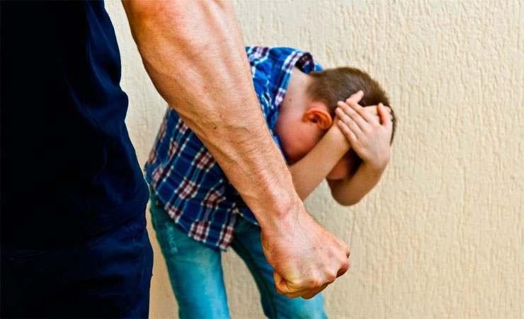 «Да ты знаешь, кто я такой?» Ребенка на детской площадке избил муж местной чиновницы — подробности инцидента в Рогачеве