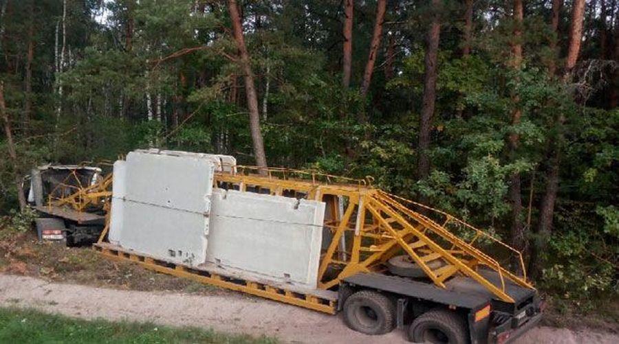 В Кобринском районе МАЗ из Барановичей съехал в кювет и врезался в дерево, пострадал водитель