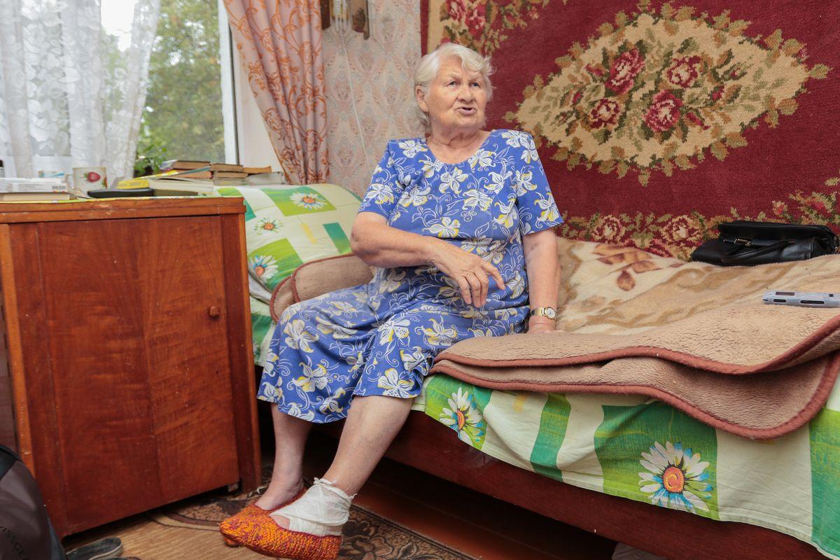 «Меня покалечили, а я еще и виновата». На пенсионерку в Барановичах упала дверь, которую коммунальщики вынесли из подвала — Intex-press. Последние новости города Барановичи, Беларуси и Мира