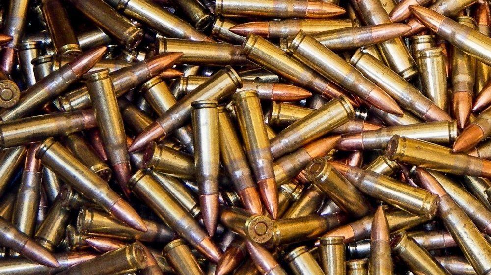 Допросили мать военнослужащего, подозреваемого в торговле оружием, которое украли из воинской части Барановичей