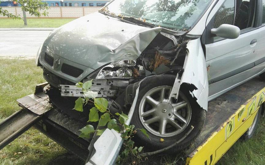 В Барановичах пьяный водитель, скрываясь от погони, врезался в дерево