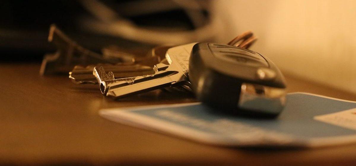 В Барановичах на одной улице ночью «вскрыли» три автомобиля
