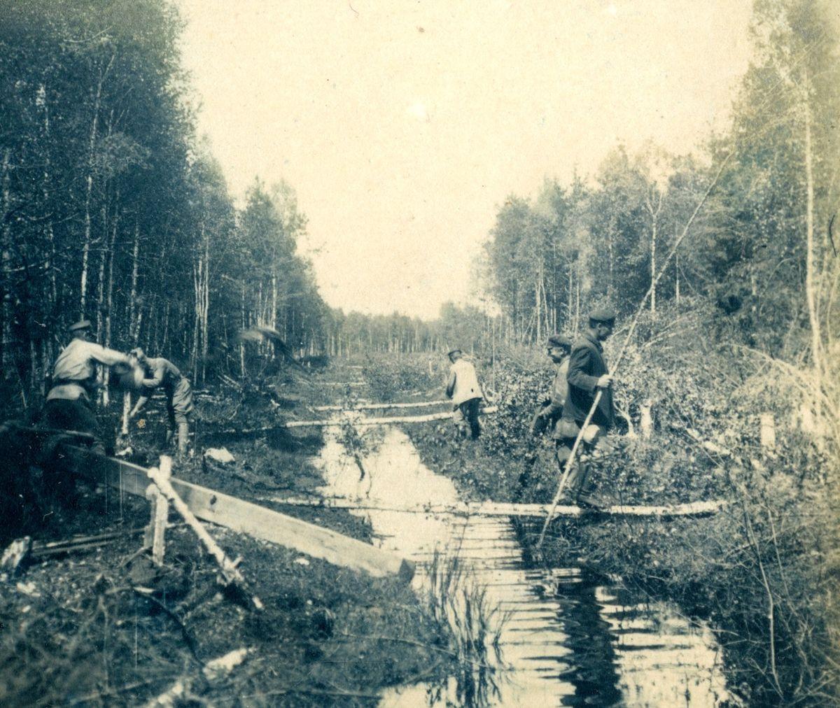 Польская и большевистская пограничные комиссии определяют «рижскую границу» под Радошковичами. Весна 1921 года, все фото взяты с сайта tut.by