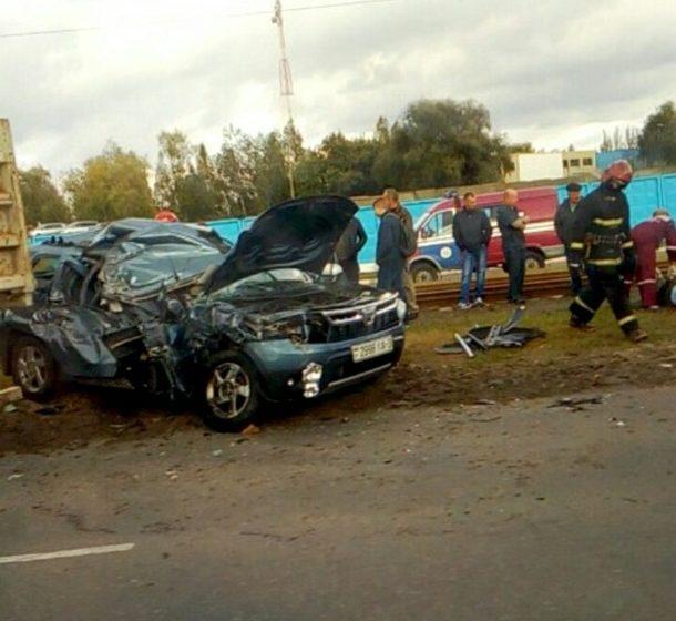 В Мозыре Renault Duster столкнулся с МАЗом. Очевидцы сообщают о погибшем