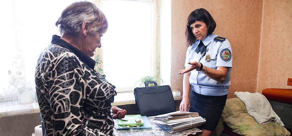 «Из-за 30 рублей с милицией приехали?» Intex-press съездила в рейд с судебным исполнителем