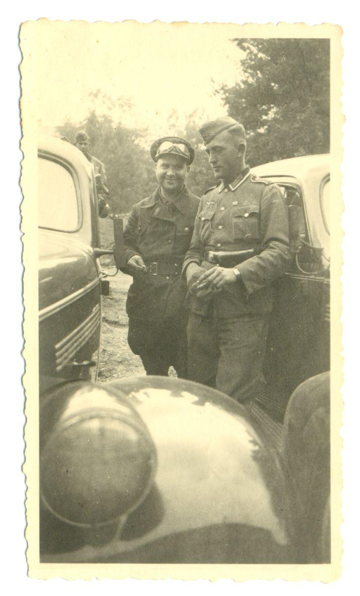Советско-германская дружба образца сентября 1939 года. Офицер РККА рядом с солдатом вермахта