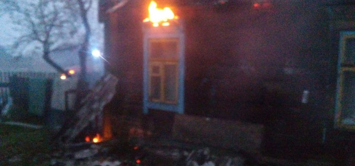 В Барановичском районе горел жилой дом, который житель Барановичей около года назад купил под дачу