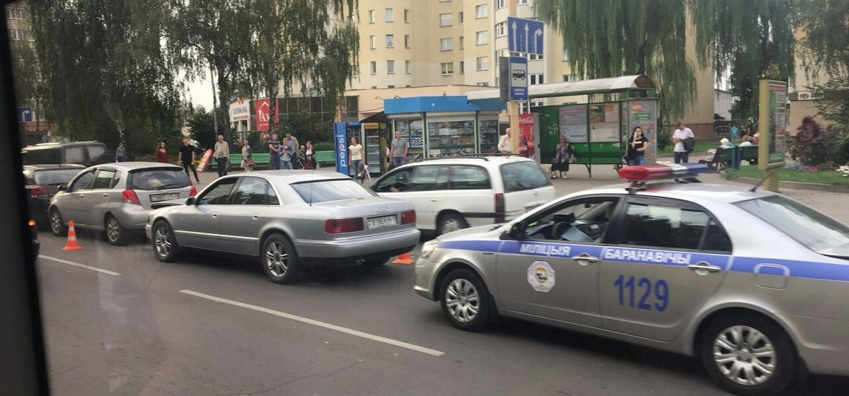 Фотофакт. В центре Барановичей столкнулись три легковушки