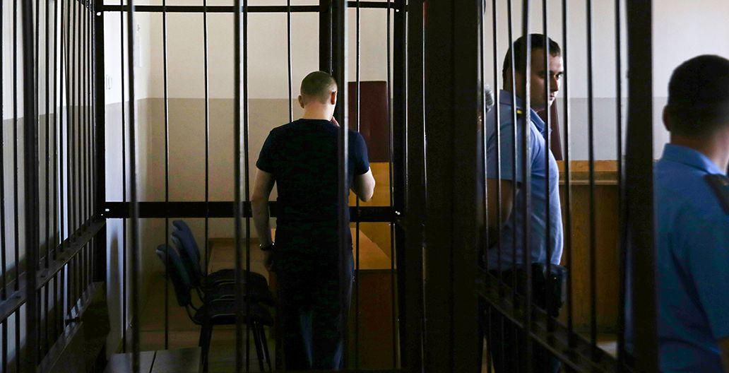 9 августа. Обвиняемый до начала судебного заседания. Фото: Евгений ТИХАНОВИЧ
