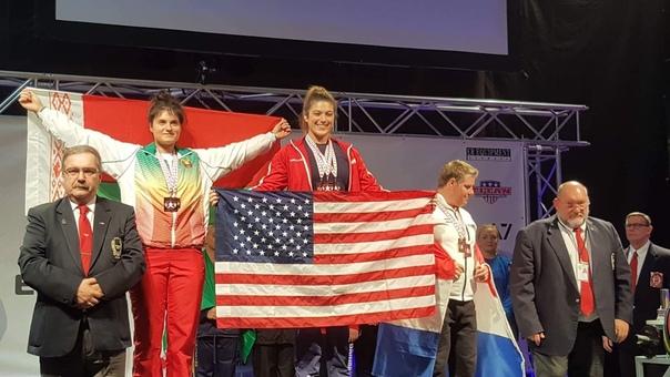Снежанна Зубко (слева) на вручении наград чемпионата мира. Фото: архив Снежанны ЗУБКО