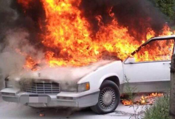 Фотофакт. В Минске сгорел «Кадиллак»