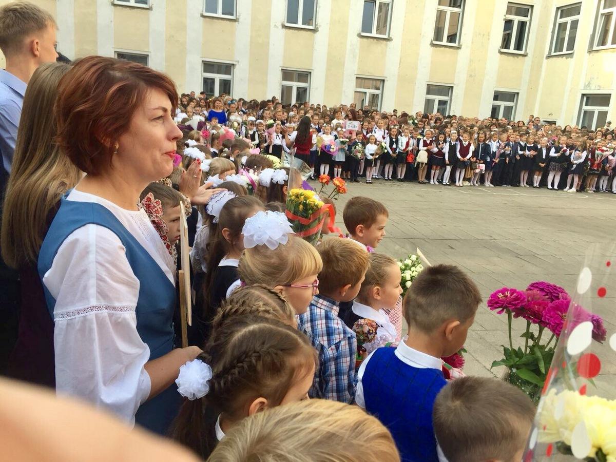 Линейка в гимназии №4. Фото: Татьяна МАЛАЩЕНКО.