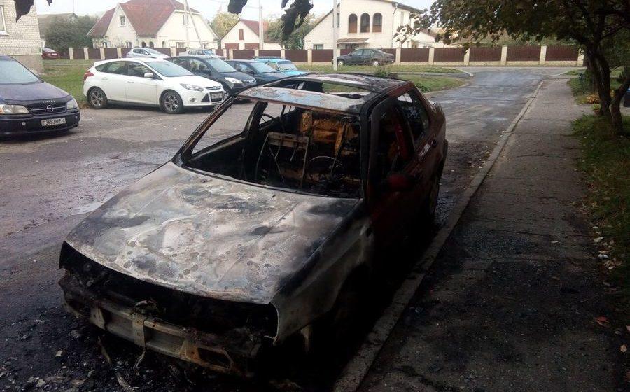В Барановичах на улице Строителей сгорела машина