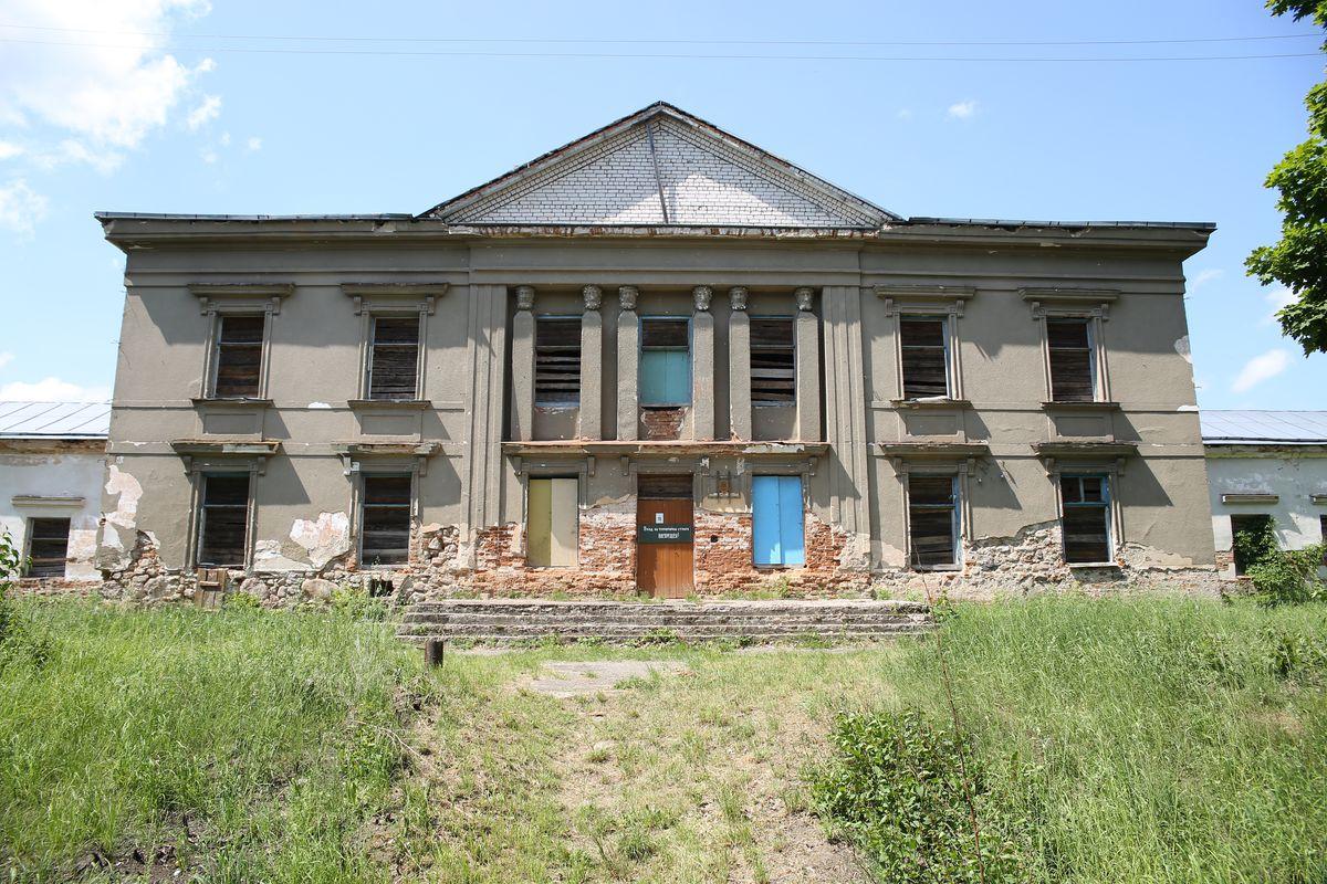 Бывшая усадьба Радзивиллов в деревне Полонечка Барановичского района. Фото: Евгений ТИХАНОВИЧ