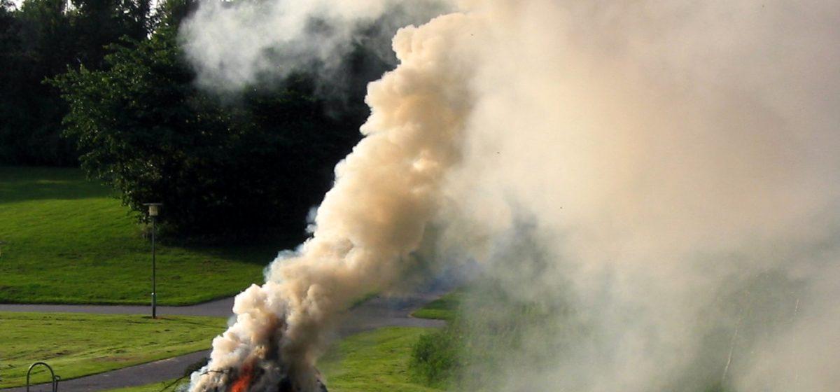 Вопрос – ответ. Мешает дым от выжигания мусора в частном секторе. Можно ли с этим бороться?