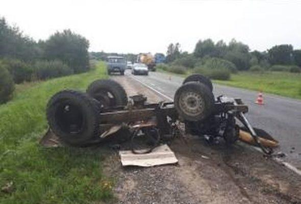 В Сморгонском районе перевернулся самодельный трактор. Водитель погиб, его жена в больнице