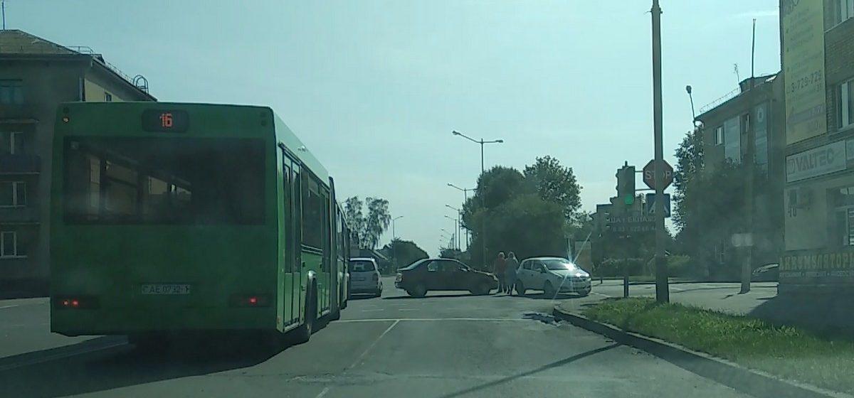 Видеофакт. ДТП в Барановичах на перекрестке улиц Комсомольской и Притыцкого