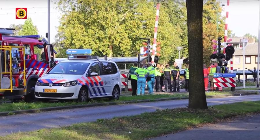 В Нидерландах поезд сбил на переезде электрокар с детьми, есть погибшие