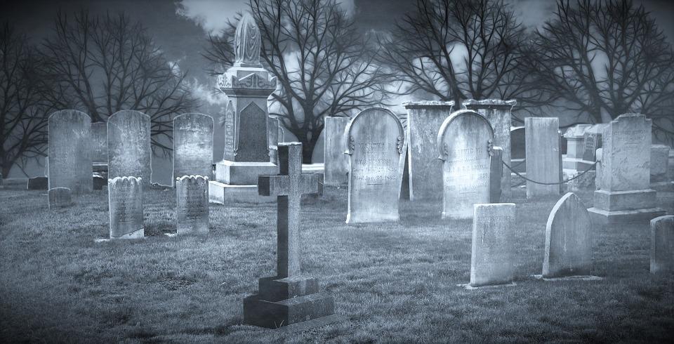 «Хотели посмотреть, что происходит с умершими после захоронения». На Могилевщине подростки раскопали и осквернили могилу