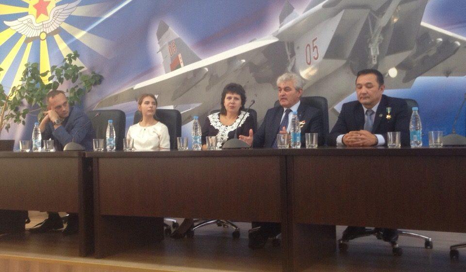 Барановичский авиаремонтный завод посетили космонавты из Болгарии и Казахстана