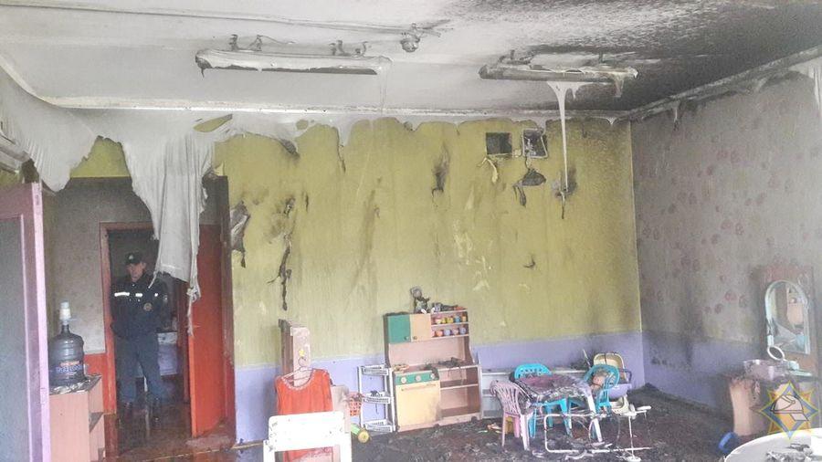 Фотофакт. В Заславле горел детский сад, спасатели эвакуировали 139 детей