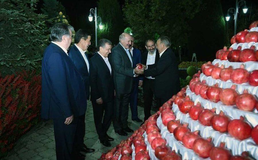 Виноград, дыни и гранаты. Как в Душанбе встречали белорусского президента (фото)