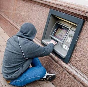 В Гродно мошенники продавали устройства для обворовывания банковских карт (видео)