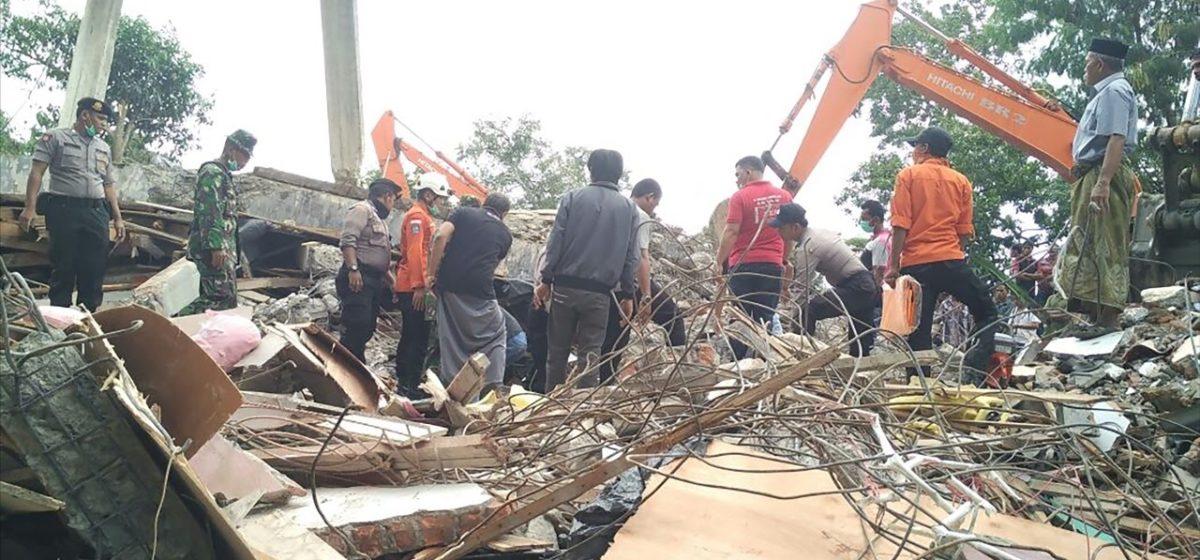 В Индонезии произошло землетрясение и цунами. Погибли более 380 человек (видео)