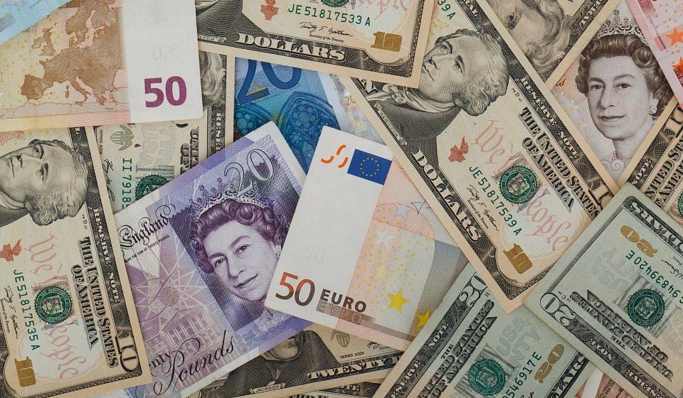 Курсы валют на 28 сентября: доллар продолжает расти, а евро – падать