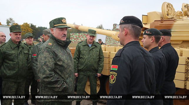 Лукашенко показали белорусское вооружение: «Мы должны в любой точке Беларуси быстро появиться, нанести удар по бандитам и тем, кто посмеет к нам сунуться, и уйти»