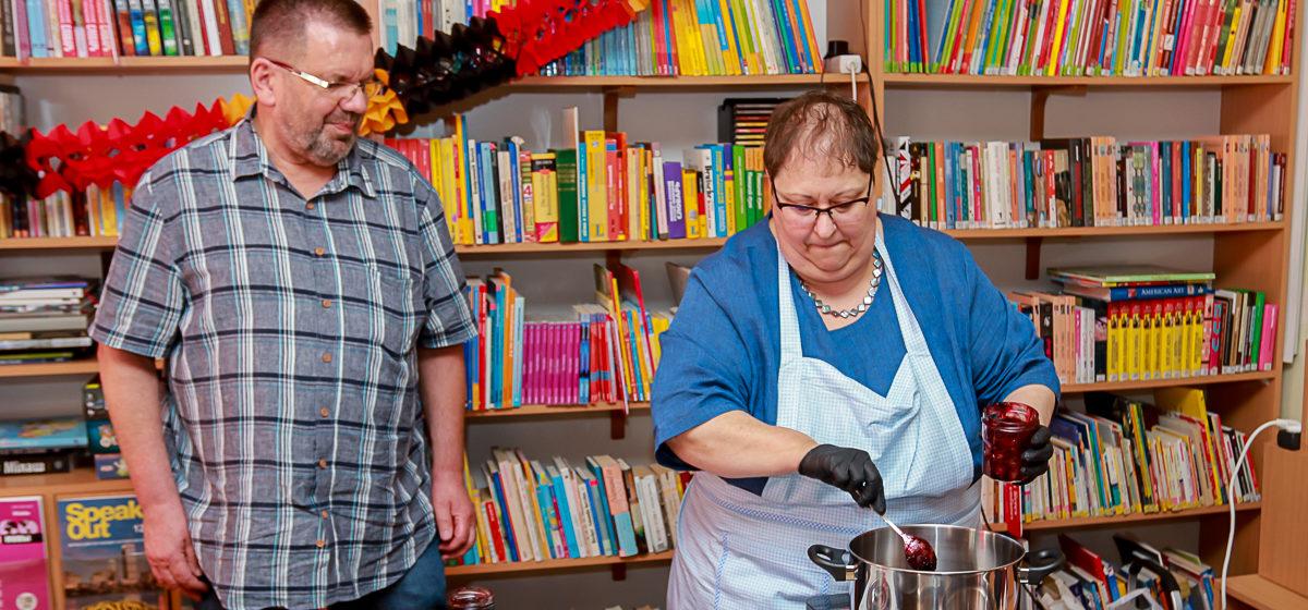 Жителям Барановичей показали, как надо готовить национальные немецкие блюда