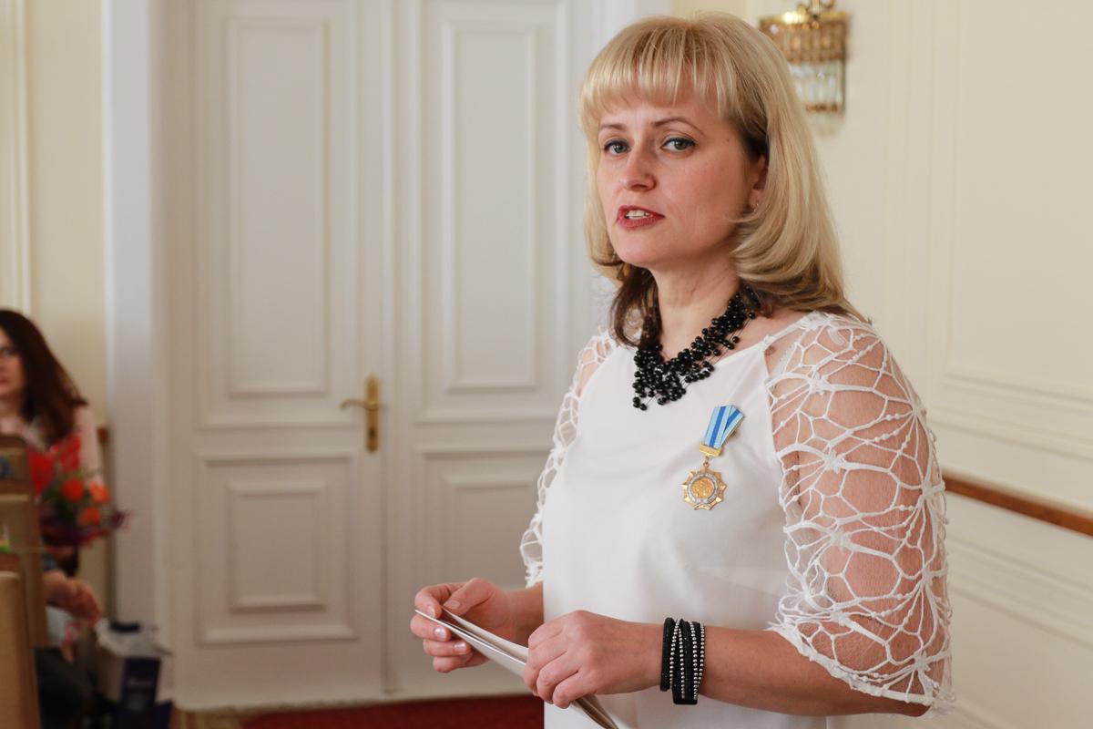 Многодетная мама Диана Яременко выступила перед присутствующими. Фото: Александр ЧЕРНЫЙ