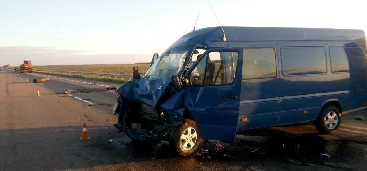 В Украине маршрутка врезалась в кран: пострадали шесть белорусов, двое в тяжелом состоянии в реанимации, один в коме