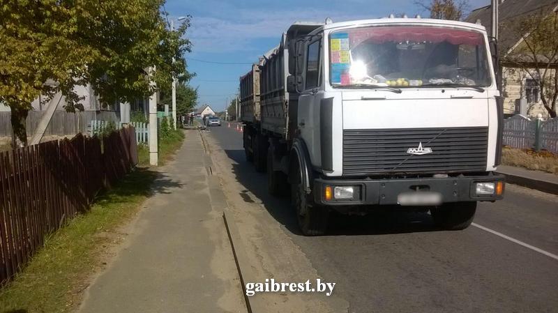 В Пружанском районе грузовик насмерть сбил велосипедиста, который неожиданно выехал на дорогу