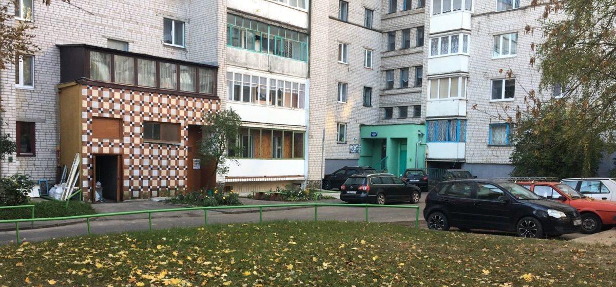 «Хочу кого-нибудь пристрелить». В Барановичах во дворе многоэтажки мужчина открыл стрельбу
