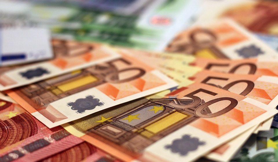 В Барановичах женщина пыталась обменять фальшивые 50 евро, которые ей дал муж