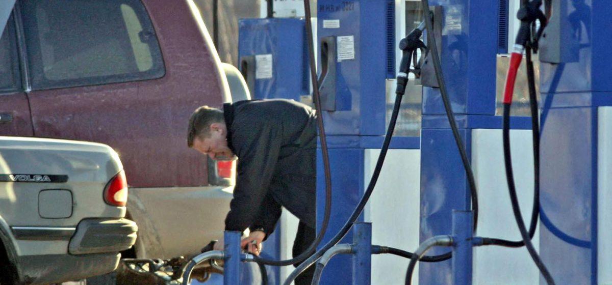 Глава «Белнефтехима» объяснил, почему цены на топливо повышают на одну копейку